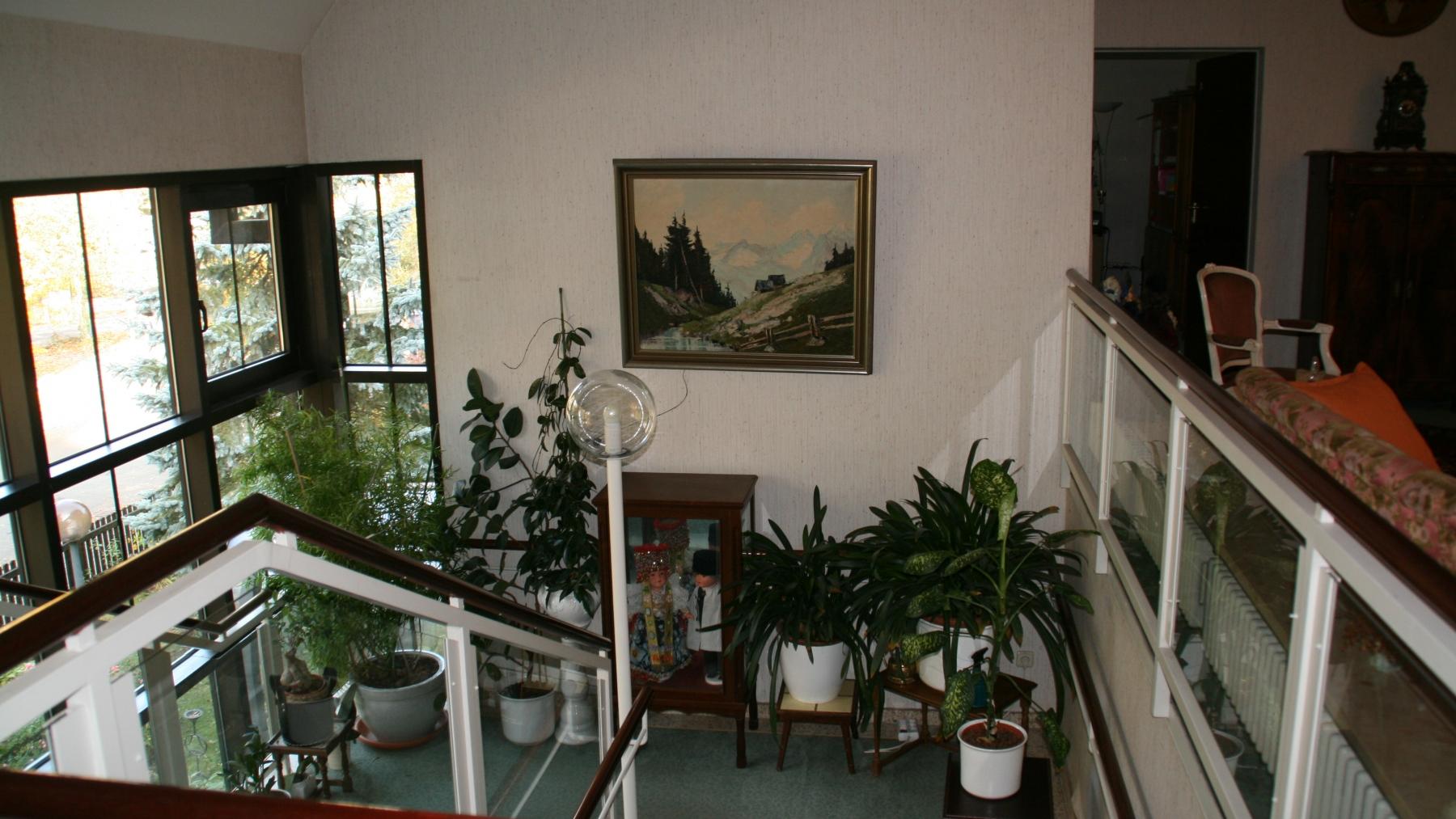 Blick von OG auf Treppenabsatz Hauptaufgang