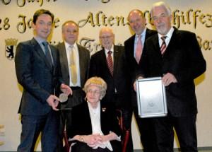 Foto zeigt die Verleihung
