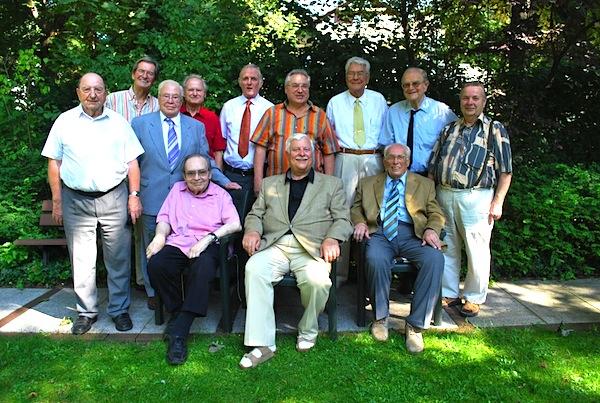 Foto zeigt die Interessengruppe Herrengesprächsrunde
